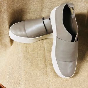 DESIGNER~ VINCE GRY SNEAKERS ~ SIZE:8
